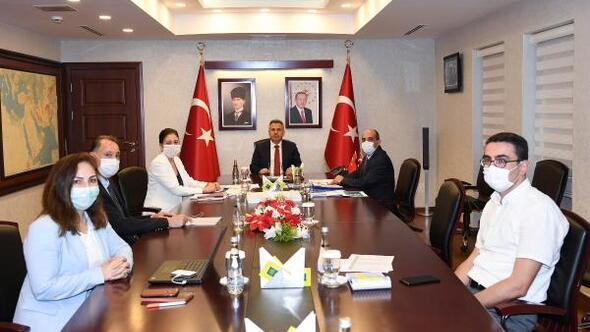 Adana Valisi Süleyman Elban, İl Pandemi Kurulu'yla görüştü