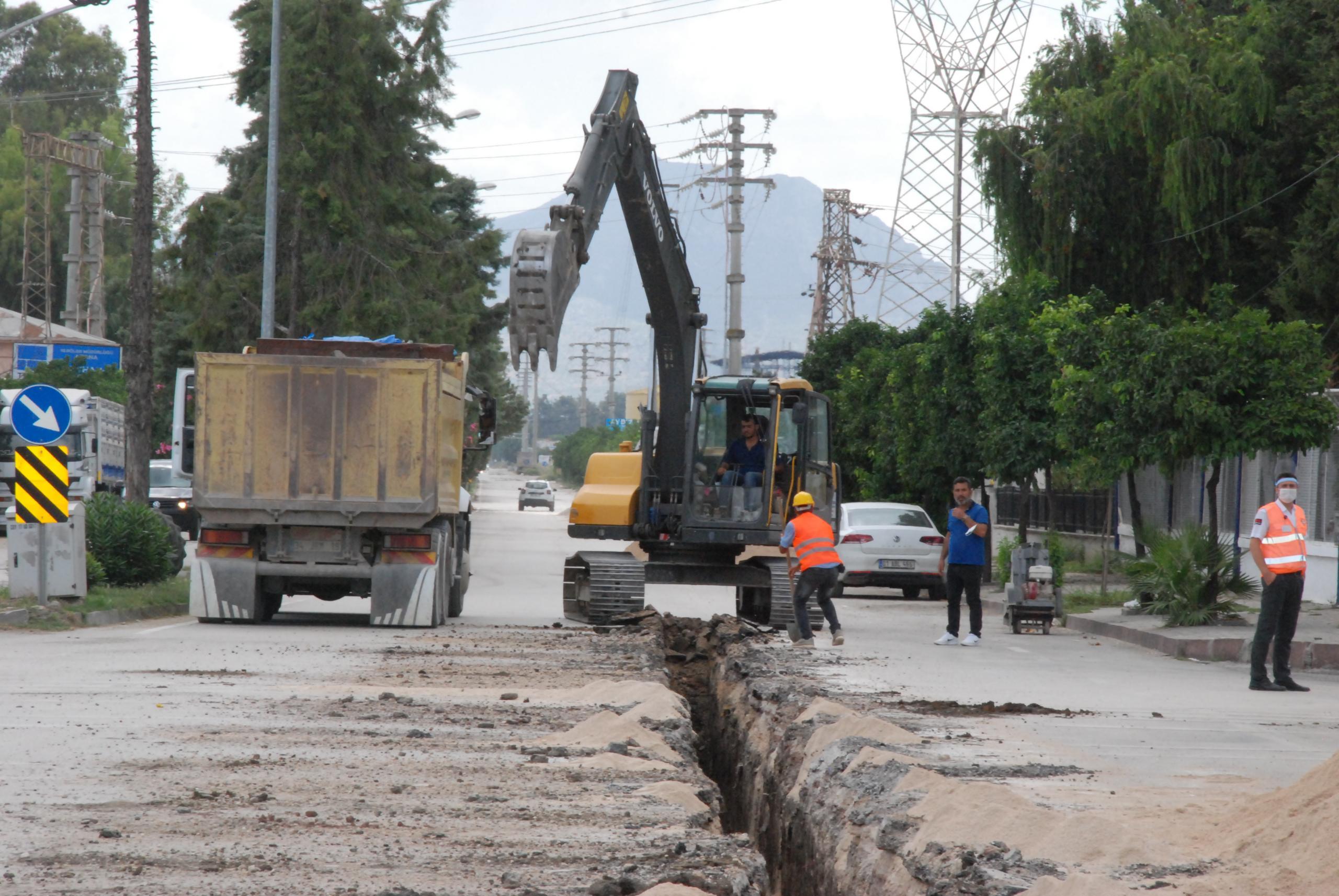 Büyükşehir, Ceyhan'ın içme suyu şebekesini yeniliyor
