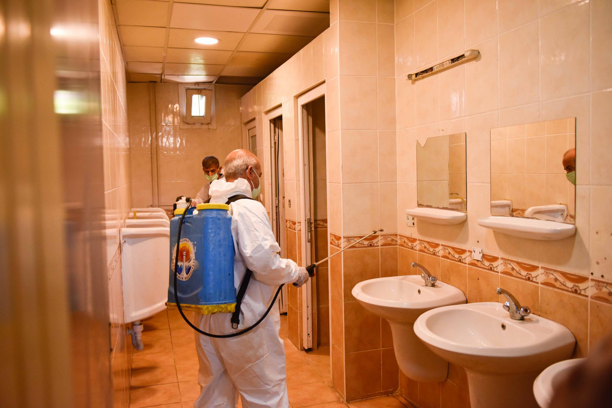 Büyükşehir, sınav takvimi öncesi okulları dezenfekte ediyor