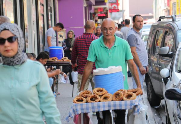 Adana'da sosyal mesafe ve maske uyarısı
