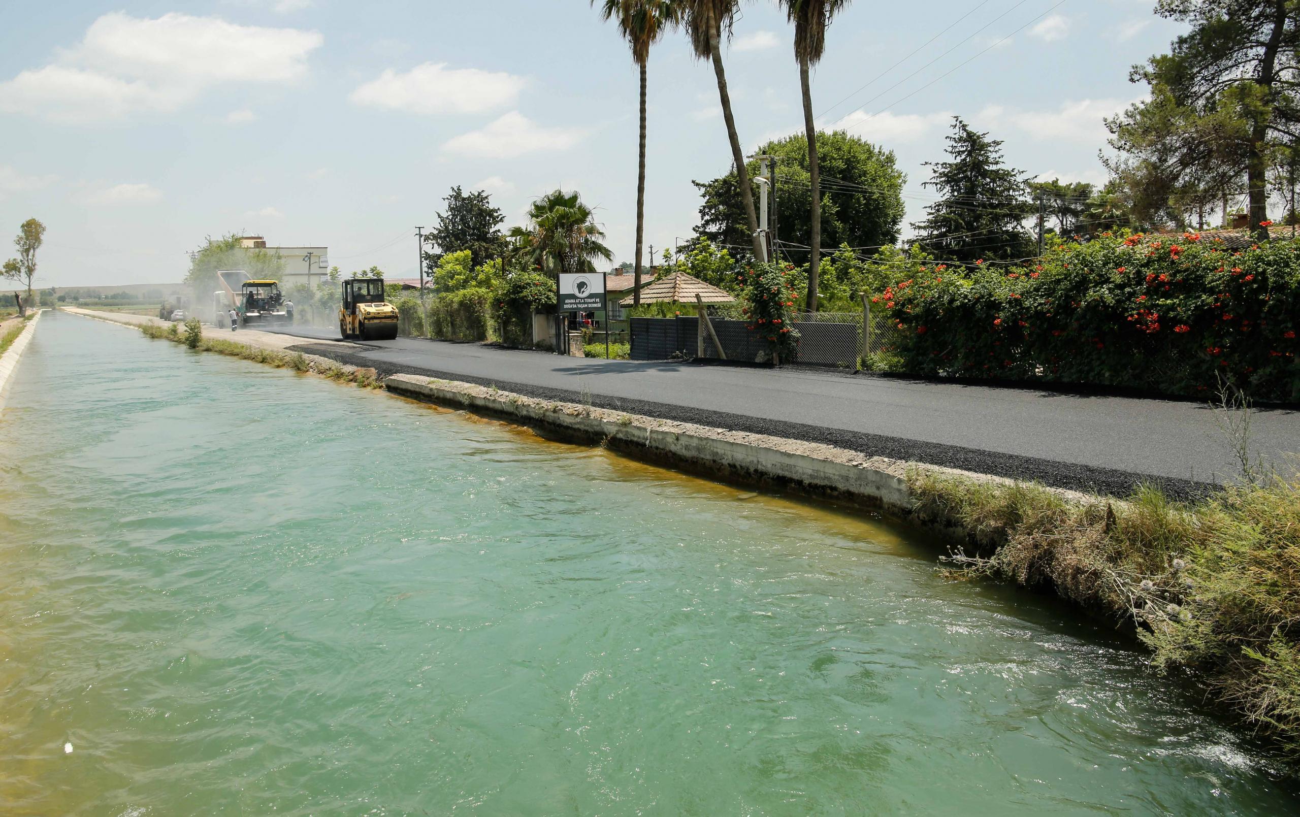 Büyükşehir, Adana'da asfaltsız yol bırakmamak için yoğun çalışıyor