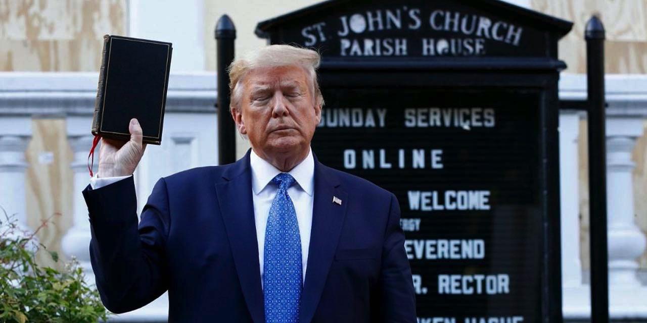 """Trump, """"Demokratlar kiliseleri kapatmak istiyor"""" diyerek oy istedi"""