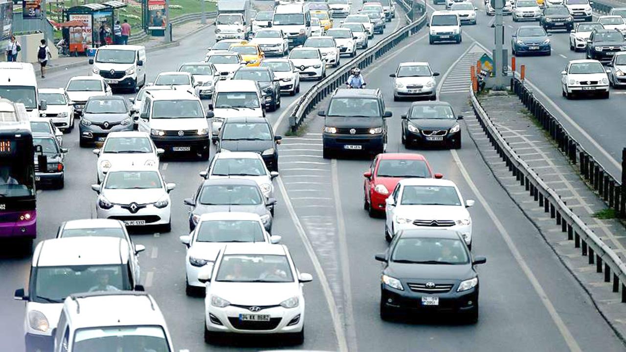 Adana'da Eylül ayında bin 498 araç trafikten men edildi