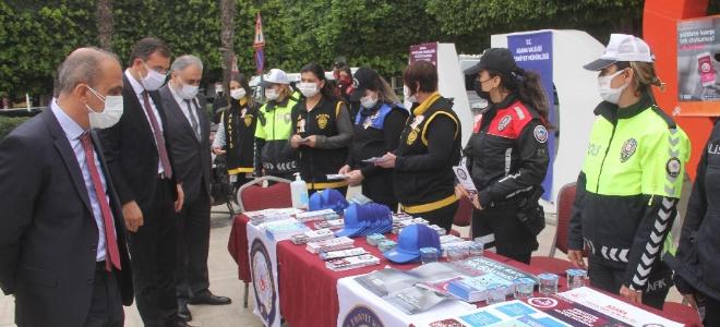 Kadına şiddete karşı maskeli uyarı