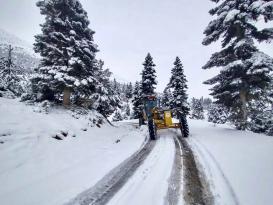 Adana Büyükşehir Belediyesi karla mücadelede 24 saat görev başında