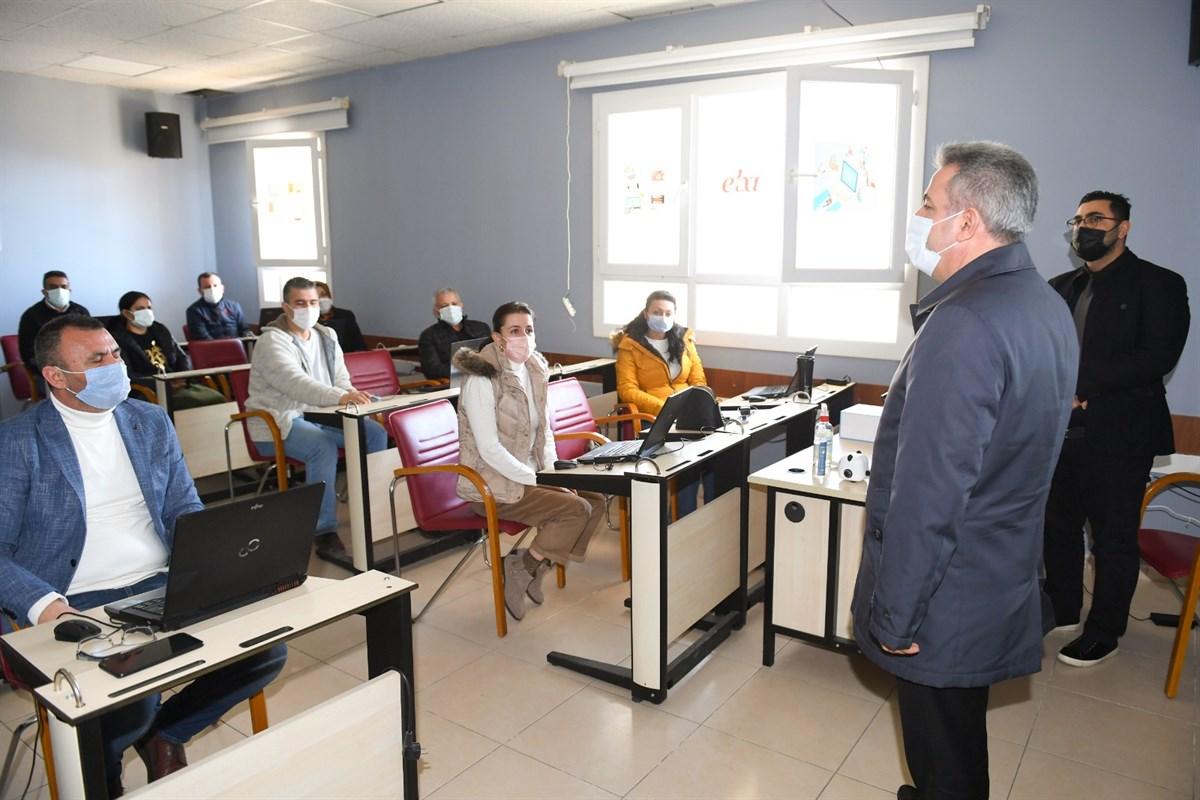 """Vali Elban, """"Robotik ve Kodlama Kapasite Geliştirme Projesi"""" Kapsamında Eğitim Gören Öğretmenlerle Buluştu"""