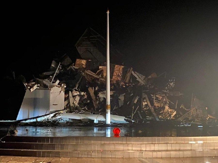 Endonezya'da uçak kazasından sonra bir de deprem: 10 ölü, yüzlerce yaralı