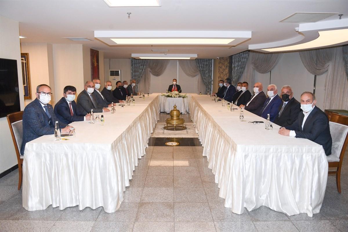 Vali Elban Belediye Başkanlarıyla Bir Araya Geldi