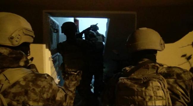 Adana'da terör örgütü El Kaide'ye yönelik operasyonda yakalanan 6 zanlıdan 5'i tutuklandı