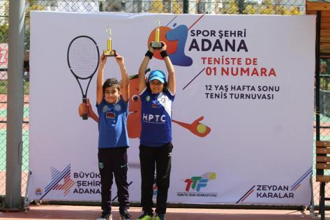 Adana'da tenis rüzgarı esti