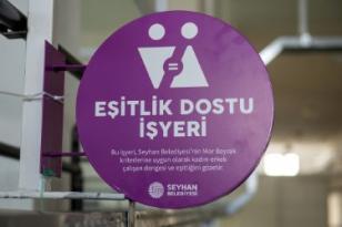 SEYHAN'DA EŞİTLİK DOSTU İŞYERLERİNE 'MOR BAYRAK'