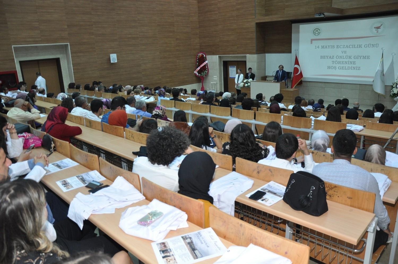 14 Mayıs Eczacılık Gününde 60 Öğrenci Beyaz Önlüklerini Törenle Giydi